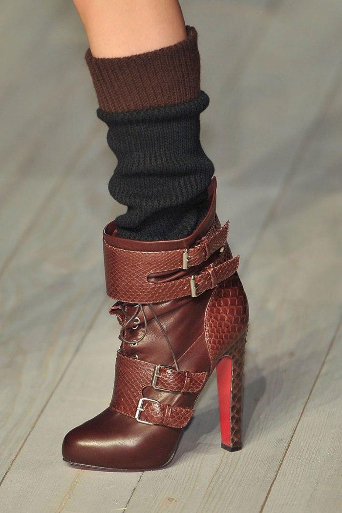elle-14-victoria-beckham-runway-boot-with-sock-xln