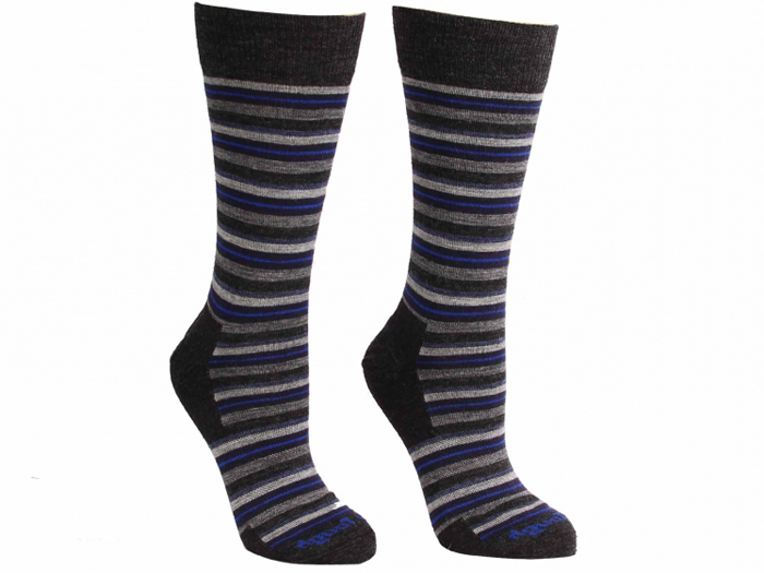 HR_321-009_darn-tough-merino-wool-stripe-crew-charcoal_747x560