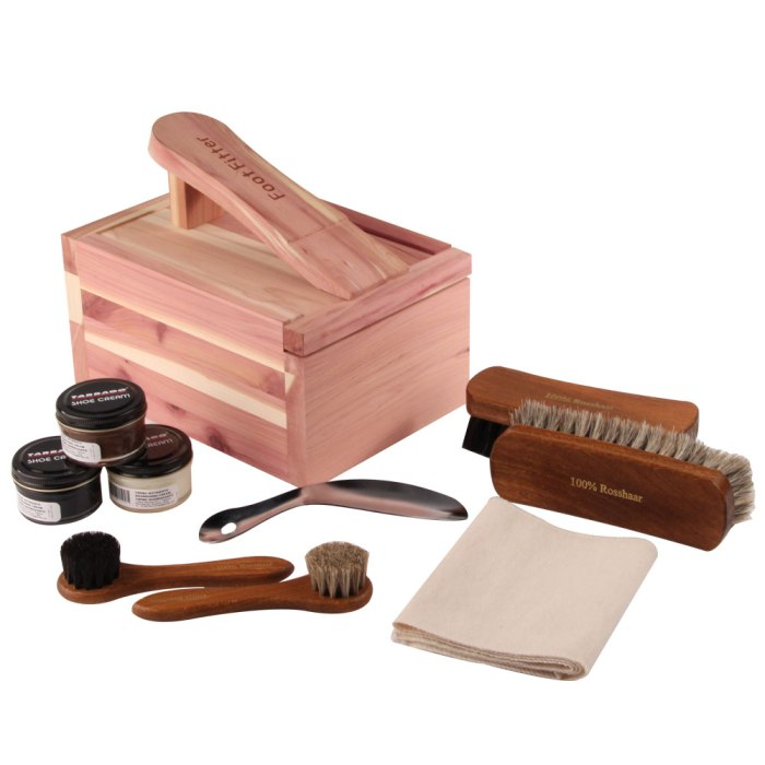 HR_104-145-00_footfitter-tarrago-shoe-shine-cedar-valet-box-set